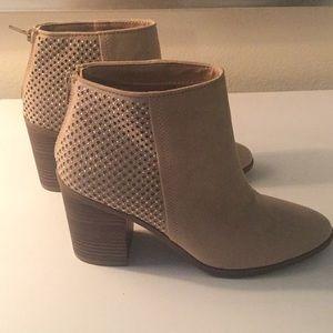 Steve Madden Size 9 Tan Heeled Boots